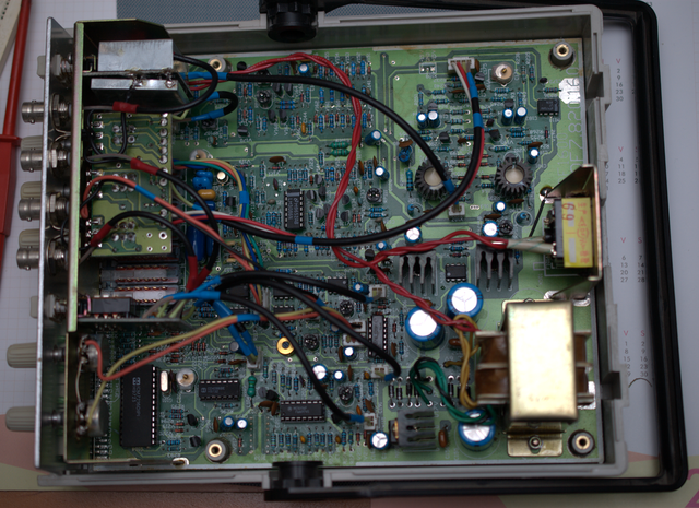 image of the interior view of the DF1641A function generator